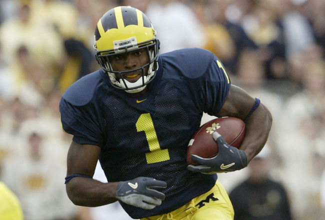 ANN ARBOR, MI - SEPTEMBER 25:  Braylon Edwards #1 of the Michigan Wolverines runs after catching a pass against the Iowa Hawkeyes during the game at Michigan Stadium on September 25, 2004 in Ann Arbor, Michigan.  Michigan defeated Iowa 30-17.  (Photo by T