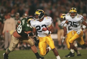 30 Dec 1994: UNIVERSITY OF MICHIGAN DEFENSIVE BACK TY LAW CARRIES THE FOOTBALL AFTER AN INTERSEPTION DURING THE WOLVERINES 24-14 WIN OVER COLORADO STATE AT THE HOLIDAY BOWL.