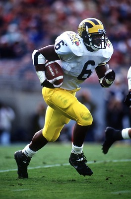 MICHIGAN RUNNING BACK TYRONE WHEATLEY CARRIES THE FOOTBALL DURING THE WOLVERINES 38-31 VICTORY OVER THE WASHINGTON HUSKIES IN THE 1993 ROSE BOWL.