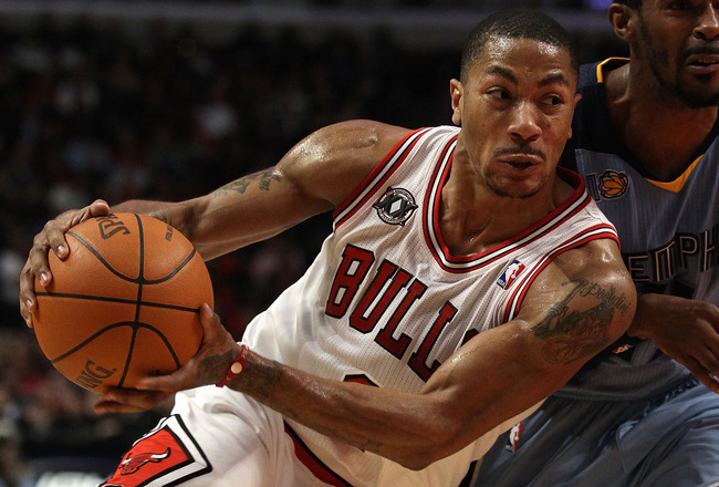 CHICAGO, IL - MARCH 25: Derrick Rose #1 of the Chicago Bulls drives against Mike Conley #11 of the Memphis Grizzlies at the United Center on March 25, 2011 in Chicago, Illinois. The Bulls defeated the Grizzlies 99-96. NOTE TO USER: User expressly acknowle