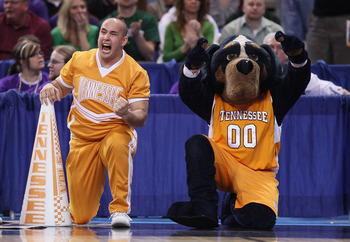 ST. LOUIS - MARCH 26:  Smokey, the Tennessee Volunteers mascot, and a cheerleader celebrate the win over he Ohio State Buckeyes during the midwest regional semifinal of the 2010 NCAA men's basketball tournament at the Edward Jones Dome on March 26, 2010 i