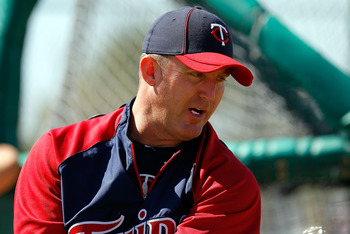 FORT MYERS, FL - FEBRUARY 23:  Infielder Jim Thome #25 of the Minnesota Twins takes some swings during a spring training workout session at Hammond Stadium on February 23, 2011 in Fort Myers, Florida.  (Photo by J. Meric/Getty Images)