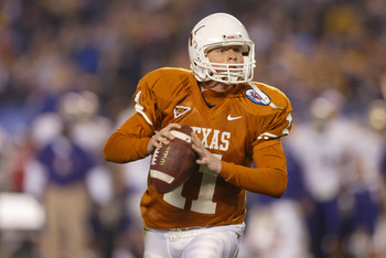 28 Dec 2001 : Quarterback Major Applewhite of Texas looks to throw a pass during the Holiday Bowl game against Washington at Qualcomm Stadium in San Diego, California. Texas won 47-43. DIGITAL IMAGE. Mandatory Credit: Jeff Gross/Getty Images