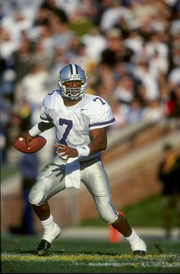 21 Nov 1998: Quarterback Michael Bishop #7 of the Kansas State Wildcats grips the ball as he runs during the game against the Missouri Tigers at Faurot Fiald in Columbus, Missouri. Kansas State defeated Missouri 31-25. Mandatory Credit: Brian Bahr  /Allsp