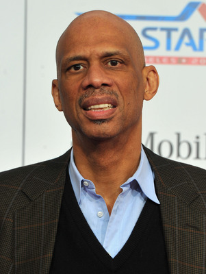 LOS ANGELES, CA - FEBRUARY 20:  Former NBA player Kareem Abdul Jabbar arrives to the T-Mobile Magenta Carpet at the 2011 NBA All-Star Game on February 20, 2011 in Los Angeles, California.  (Photo by Alberto E. Rodriguez/Getty Images)
