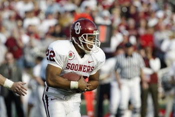 PASADENA, CA - JANUARY 1:  Running back Quentin Griffin #22 of the University of Oklahoma Sooners rushes for yards against the Washington State University Cougars during the 89th Rose Bowl on January 1, 2003 at the Rose Bowl in Pasadena, California.  Okla