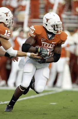 AUSTIN, TX - SEPTEMBER 22: Jamaal Charles #25 of the Texas Longhorns carries the ball during the game against the Rice Owls on September 22, 2007 at Darrell K Royal-Texas Memorial Stadium in Austin, Texas.  Texas won 58-14.  (Photo by Brian Bahr/Getty Ima
