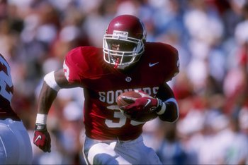 18 Oct 1997:  Halfback Demond Parker of the Oklahoma Sooners runs with the ball during a game against the Baylor Bears at Memorial Stadium in Norman, Oklahoma.  Oklahoma won the game 24-23. Mandatory Credit: Stephen Dunn  /Allsport