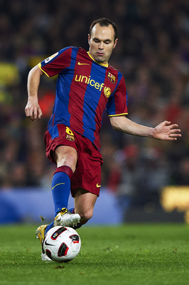 BARCELONA, SPAIN - MARCH 19:  Andres Iniesta of Barcelona controls the ball during the La Liga match between Barcelona and Getafe at Camp Nou on March 19, 2011 in Barcelona, Spain.  (Photo by Manuel Queimadelos Alonso/Getty Images)