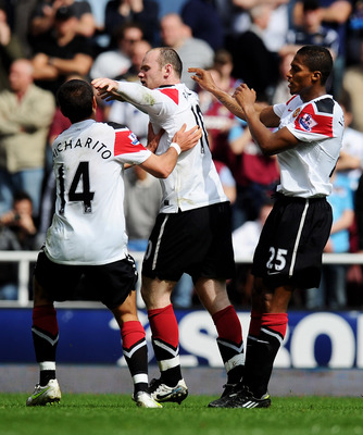 LONDON, ENGLAND - APRIL 02:  Wayne Rooney (C) of Manchester United celebrates his second goal with team mates during the Barclays Premier League match between West Ham United and Manchester United at the Boleyn Ground on April 2, 2011 in London, England.