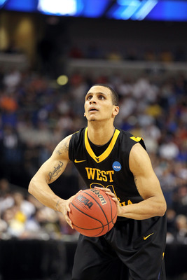 TAMPA, FL - MARCH 19:  Joe Mazzulla #21 of the West Virginia Mountaineers gets set to shoot a free throw attempt against the Kentucky Wildcats during the third round of the 2011 NCAA men's basketball tournament at St. Pete Times Forum on March 19, 2011 in
