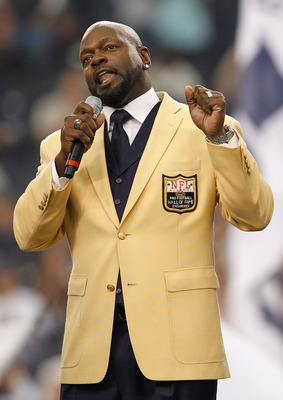 ARLINGTON, TX - NOVEMBER 21:  Former Cowboys running back Emmitt Smith gives and acceptance speach after receiving his Hall of Fame ring during a halftime ceremony at Cowboys Stadium on November 21, 2010 in Arlington, Texas.  (Photo by Tom Pennington/Gett