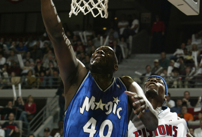 AUBURN HILLS, MI - APRIL 20:  Shawn Kemp #40 of the Orlando Magic shoots past Clifford Robinson #30 of the Detroit Pistons in Game one of the Eastern Conference Quarterfinals during the 2003 NBA Playoffs at The Palace of Auburn Hills on April 20, 2003 in