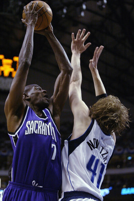 DALLAS - MAY 17:  Keon Clark #7 of the Sacramento Kings shoots over Dirk Nowitzki #41 of the Dallas Mavericks in Game Seven of the Western Conference Semifinals during the 2003 NBA Playoffs at the American Airlines Center on May 17, 2003 in Dallas, Texas.