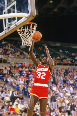 1987:  Lewis Lloyd #32 of the Houston Rockets makes a layup during a game in the1987-88 season. NOTE TO USER: User expressly acknowledges and agrees that, by downloading and/or using this Photograph, User is consenting to the terms and conditions of the G