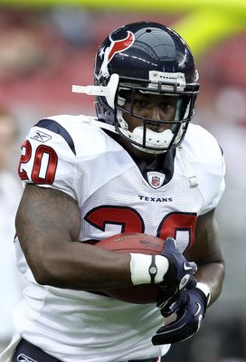 GLENDALE, AZ - AUGUST 14:  Runningback Steve Slaton #20 of the Houston Texans carries the ball during warm ups to the preseason NFL game against the Arizona Cardinals at the University of Phoenix Stadium on August 14, 2010 in Glendale, Arizona.  The Cardi