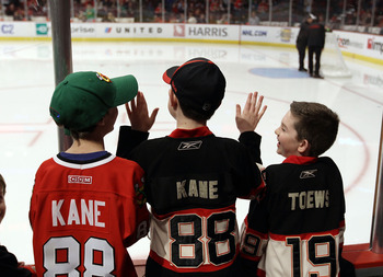 CHICAGO, IL - MARCH 23: Fans line the glass during warmups looking for pucks prior to the game between the Chicago Blackhawks and the Florida Panthers at the United Center on March 23, 2011 in Chicago, Illinois.  (Photo by Bruce Bennett/Getty Images)