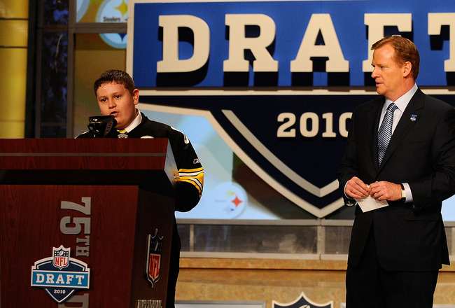 NEW YORK - APRIL 22:  NFL Commissioner Roger Goodell looks watches as 16-year old Zachary Hatfield (L) from Florence, KY announces that Maurkice Pouncey from the Florida Gators was selected by the Pittsburgh Steelers number 18 overall during the first rou