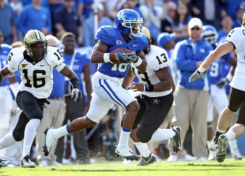 LEXINGTON, KY - NOVEMBER 13:  Randall Cobb #18 of the Kentucky Wildcats runs with the ball during the game against the Vanderbilt Commodores at Commonwealth Stadium on November 13, 2010 in Lexington, Kentucky. Kentucky won 38-20.  (Photo by Andy Lyons/Get