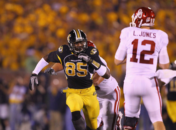 COLUMBIA, MO - OCTOBER 23: Aldon Smith #85 of the Missouri Tigers in action against the Oklahoma Sooners at Faurot Field/Memorial Stadium on October 23, 2010 in Columbia, Missouri.  The Tigers beat the Sooners 36-27.  (Photo by Dilip Vishwanat/Getty Image