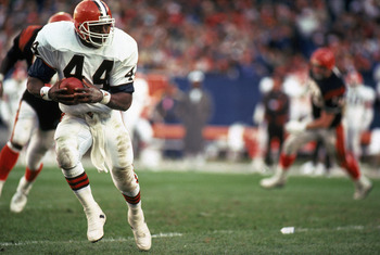 1988:  Earnest Byner #44 of the Cleveland Browns carries the ball against the Cincinnati Bengals during a 1988 NFL game. The Browns defeated the Bengals 23-16. (Photo by Jonathan Daniel/Getty Images)