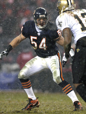 Chicago Bears linebacker Brian Urlacher sets in pass defense during the NFC Championship game at Soldier Field in Chicago, Illinois on January 21, 2007.  (Photo by Al Messerschmidt/Getty Images)