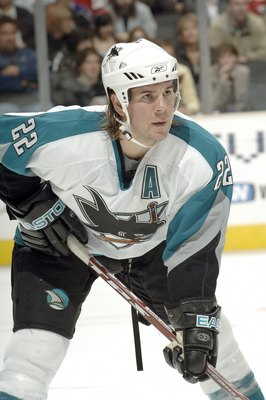 LOS ANGELES - NOVEMBER 9:  Scott Hannan #22 of the San Jose Sharks awaits the face off against the Los Angeles Kings on November 9, 2006 at Staples Center in Los Angeles, California. The Sharks won 7-3. (Photo by Noah Graham/Getty Images)
