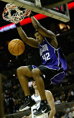 SAN ANTONIO - MAY 2:  Bonzi Wells #42 of the Sacramento Kings dunks against the San Antonio Spurs in Game 5 of the Western Conference Quarterfinals during the 2006 NBA Playoffs on May 2, 2006 at the AT&T Center in San Antonio, Texas.  NOTE TO USER: User e