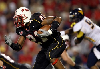 COLLEGE PARK, MD - SEPTEMBER 13:  Receiver Keon Lattimore #21 of the Maryland Terrapins carries the ball against the West Virginia Mountaineers during the 1st quarter of the game on September 13, 2007 at Byrd Stadium in College Park, Maryland.  (Photo by