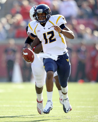 LOUISVILLE, KY - NOVEMBER 20:  Geno Smith#12 of the West Virginia Mountaineers runs with the ball during the Big East Conference game against the Louisville Cardinals at Papa John's Cardinal Stadium on November 20, 2010 in Louisville, Kentucky.  (Photo by