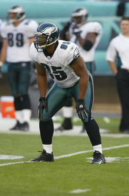 PHILADELPHIA - SEPTEMBER 12:  Jerome McDougle of the Philadelphia Eagles lines up against the New York Giants on September 12, 2004 at Lincoln Financial Field in Philadelphia, Pennsylvania.  The Eagles won 31-17.  (Photo by Streeter Lecka/Getty Images)