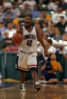 19 Mar 1998:  Guard Khalid El''Amin of the Connecticut Huskies in action during an NCAA Tournament game against the Washington Huskies at the Greensboro Coliseum in Greensboro, North Carolina.  Connecticut defeated Washington 75-74. Mandatory Credit: Crai
