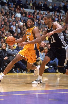 1 Dec 2000:  Robert Horry #5 of the Los Angeles Lakers moves in to make a basket against Tim Duncan #21 of the San Antonio Spurs during the game at the STAPLES Center in Los Angeles, California. The Lakers defeated the Spurs 103-100.  NOTE TO USER: It is