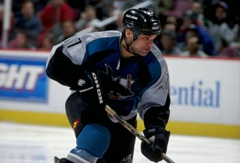 5 Jan 1999:  Joe Murphy #17 of the San Jose Sharks in action during the game against the New Jersey Devils at the Continental Airlines Arena in East Rutherford, New Jersey. The Devils tied the Sharks 3-3. Mandatory Credit: Al Bello  /Allsport