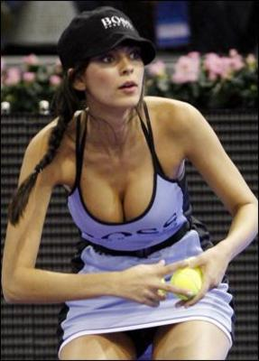 http://www.thesun.co.uk/sol/homepage/sport/tennis/373368/Models-net-new-admirers.html