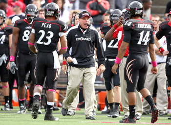 CINCINNATI - OCTOBER 30:  Butch Jones the Head Coach of the Cincinnati Bearcats gives instructions to his team during the Big East Conference game agains the Syracuse Orange at Nippert Stadium on October 30, 2010 in Cincinnati, Ohio.  (Photo by Andy Lyons