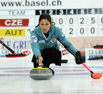 Claudia-toth-curling_original_display_image