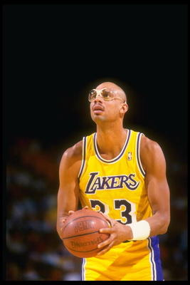 Mar 1988:  Center Kareem Abdul-Jabbar of the Los Angeles Lakers prepares to shoot the ball during a game against the Dallas Mavericks at Reunion Arena in Dallas, Texas. Mandatory Credit: Mike Powell  /Allsport Mandatory Credit: Mike Powell  /Allsport