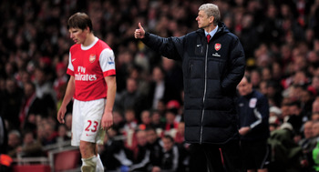 LONDON, ENGLAND - FEBRUARY 23:  Arsene Wenger manager of Arsenal gives a thumbs up as Andrey Arshavin (L) of Arsenal waits to take a free kick during the Barclays Premier League match between Arsenal and Stoke City at the Emirates Stadium on February 23,