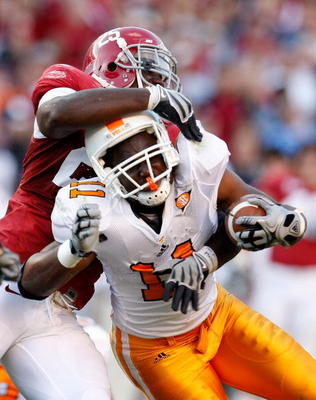 TUSCALOOSA, AL - OCTOBER 24:  Rolando McClain #25 of the Alabama Crimson Tide tackles Bryce Brown #11 of the Tennessee Volunteers at Bryant-Denny Stadium on October 24, 2009 in Tuscaloosa, Alabama.  (Photo by Kevin C. Cox/Getty Images)