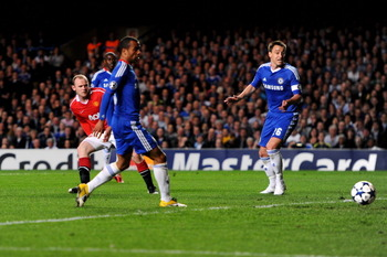 LONDON, ENGLAND - APRIL 06:  Wayne Rooney of Manchester United scores the opening goal during the UEFA Champions League quarter final first leg match between Chelsea and Manchester United at Stamford Bridge on April 6, 2011 in London, England.  (Photo by