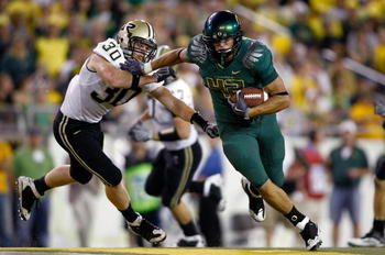 EUGENE, OR - SEPTEMBER 12:  David Paulson #42 of the Oregon Ducks runs with the ball against Joe Holland #30 of the Purdue Boilermakers  at Autzen Stadium on September 12, 2009 in Eugene, Oregon.  (Photo by Jonathan Ferrey/Getty Images)