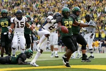 EUGENE, CA - SEPTEMBER 29:  Jonathan Stewart #28  of the Oregon Ducks scores a touchdown against  Bernard Hicks #2 of the California Golden Bears at Autzen Stadium on September 29, 2007 in Eugene, Oregon.  (Photo by Jonathan Ferrey/Getty Images)