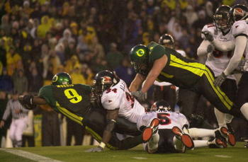 EUGENE, OR - DECEMBER 1:  Tailback Maurice Morris #9 of Oregon Ducks dives for the goalline against linebacker James Allen #34 of the Oregon State Beavers at Autzen Stadium in Eugene Oregon on December 1, 2001.  Oregon defeated Oregon State 17-14.  (Photo