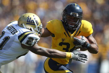 BERKELEY, CA - OCTOBER 09:  Shane Vereen #34 of the California Golden Bears runs for a touchdown against Aaron Hester #21 of the UCLA Bruins in the first half at California Memorial Stadium on October 9, 2010 in Berkeley, California.  (Photo by Jed Jacobs