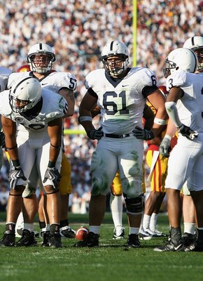 PASADENA, CA - JANUARY 01:  The Penn State Nittany Lions huddle up during the 95th Rose Bowl Game presented by Citi against the USC Trojans at the Rose Bowl on January 1, 2009 in Pasadena, California.  (Photo by Christian Petersen/Getty Images)