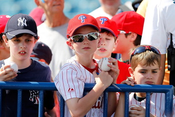 That little Yanks fan just realized who he's surrounded by