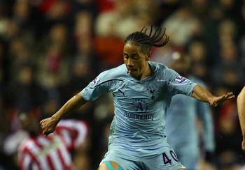 SUNDERLAND, ENGLAND - FEBRUARY 12:  Steven Pienaar of Spurs holds off Jordan Henderson of Sunderland during the Barclays Premier League match between Sunderland and Tottenham Hotspur at the Stadium of Light on February 12, 2011 in Sunderland, England.  (P