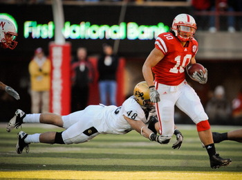 LINCOLN, NE - NOVEMBER 26: Roy Helu Jr. #10 of the Nebraska Cornhuskers runs past Liloa Nobriga #48 of the Colorado Buffaloes during the first half of their game at Memorial Stadium on November 26, 2010 in Lincoln, Nebraska. Nebraska defeated Colorado 45-