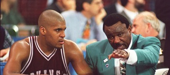 3 APR 1995:   ARKANSAS COACH NOLAN RICHARDSON, RIGHT, HAS A WORD WITH FORWARD CORLISS WILLIAMSON ON THE BENCH DURING THE FINAL SECONDS OF THEIR 89-78 LOSS TO UCLA IN THE NCAA MEN''S BASKETBALL CHAMPIONSHIP TONIGHT AT THE KINGDOME IN SEATTLE, WASHINGTON.
